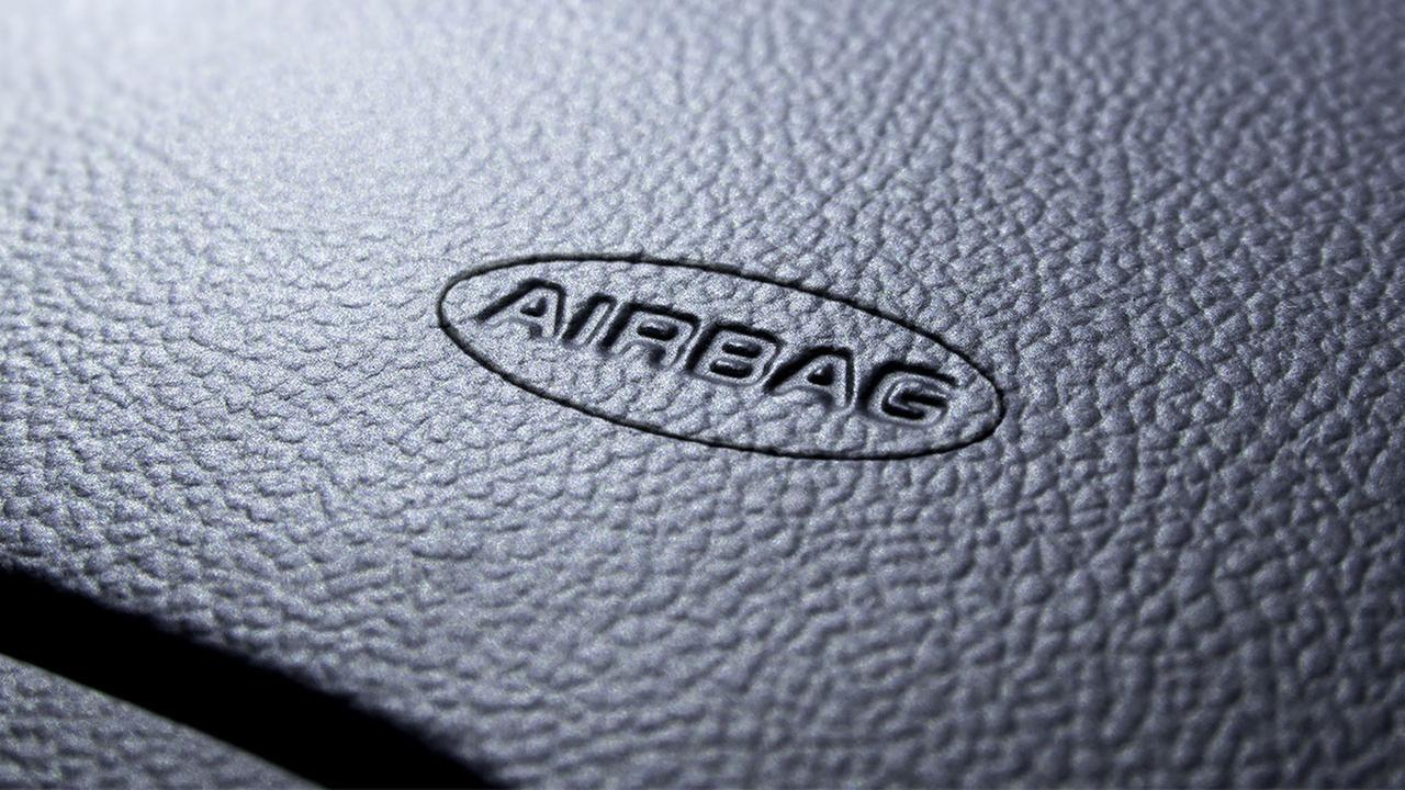 Air bags in some Hyundai and Kia cars failed to inflate in crashes and four people are dead. Now the U.S. governments road safety agency wants to know why.