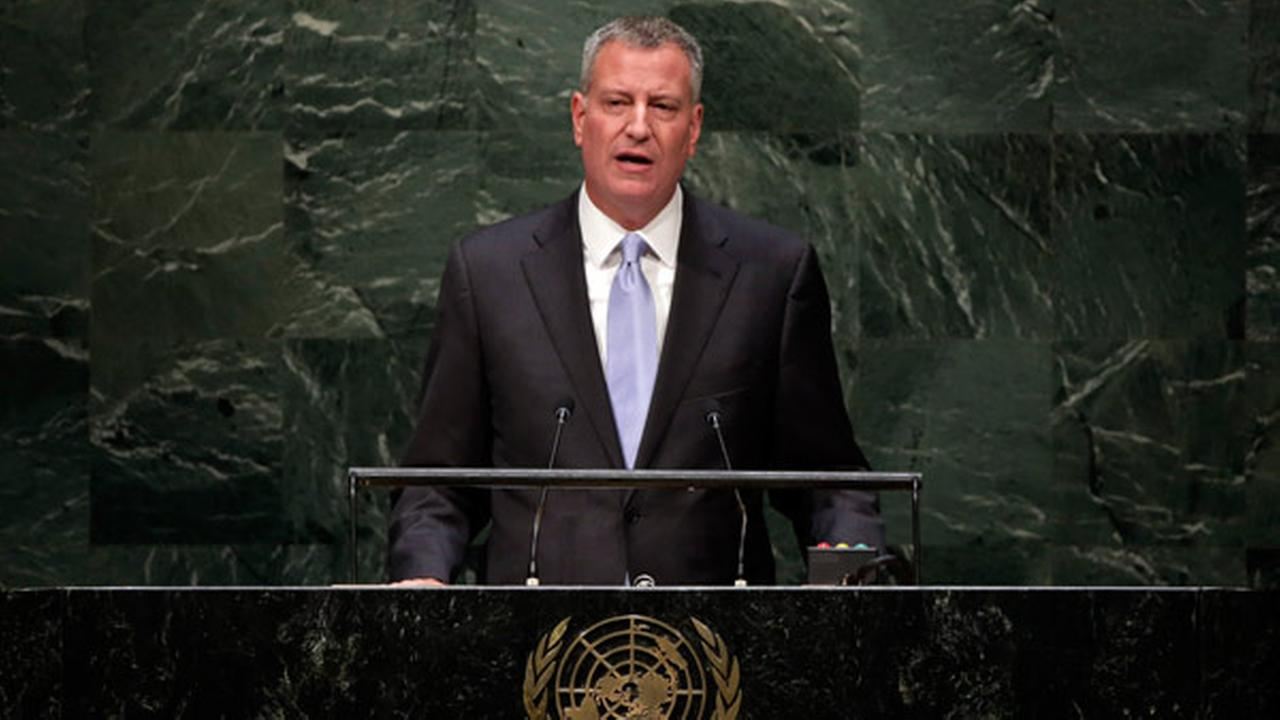 New York Mayor Bill de Blasio addresses the Climate Change Summit, at United Nations headquarters, Tuesday, Sept. 23, 2014. (AP Photo/Richard Drew)