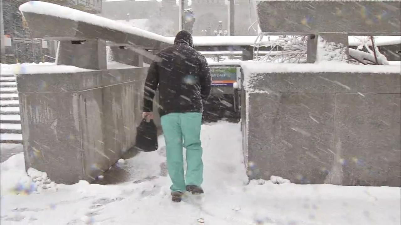 Snow accumilates in Center City