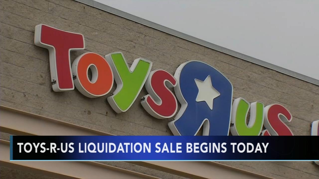Toys R Us begins liquidation sale
