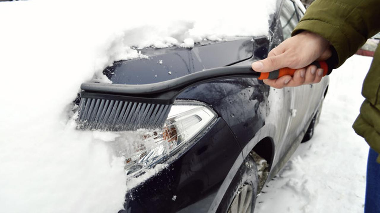 Police: Pa. drivers clean snow off roof or pay fine