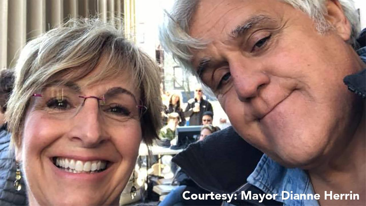 Mayor Dianne Herrin and Jay Leno (Credit: Dianne Herrin via Facebook.com)