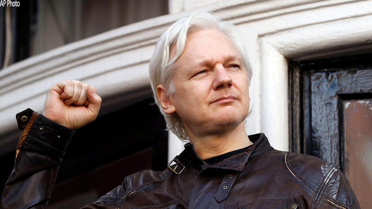 Assange loses internet access at embassy
