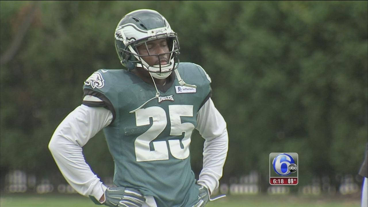 VIDEO: LeSean McCoy fights to improve rushing