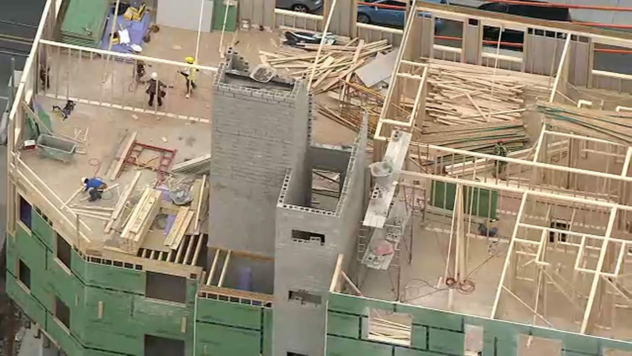 Worker injured in fall from scaffold in Philadelphia