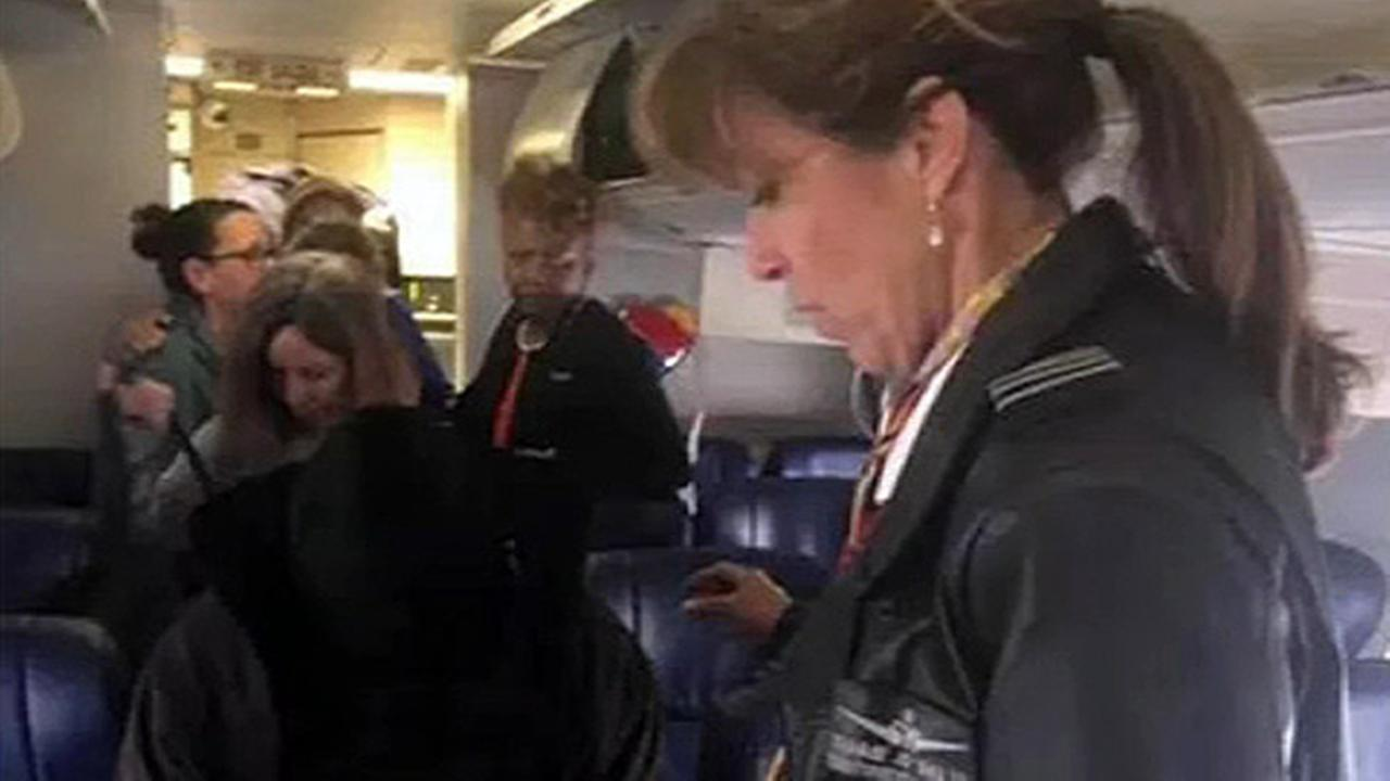 Southwest Airlines emergency landing: Passengers say pilot ...