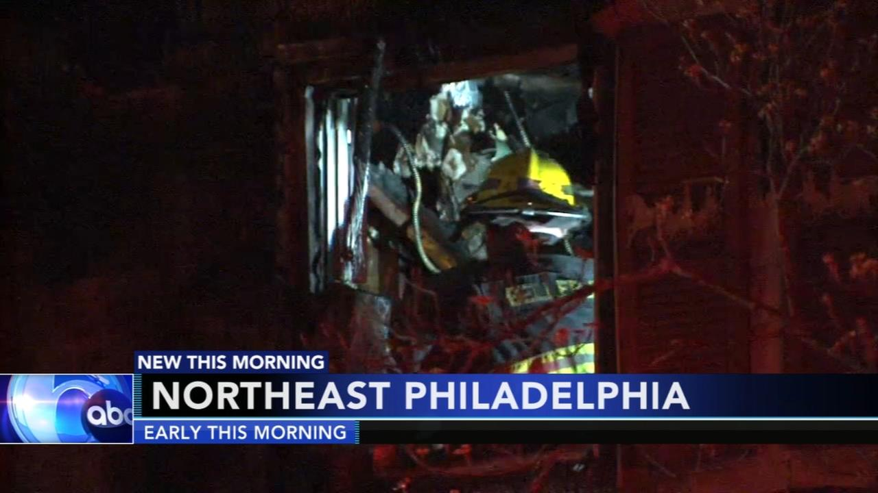 Firefighter injured battling Northeast Phila. fire
