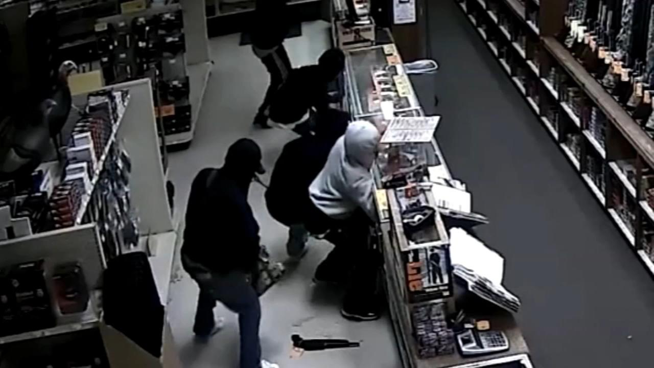 Burglars steal 22 guns from Upper Darby gun store