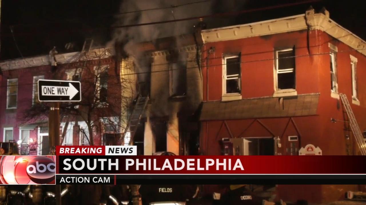 2 people killed in South Philadelphia house fire