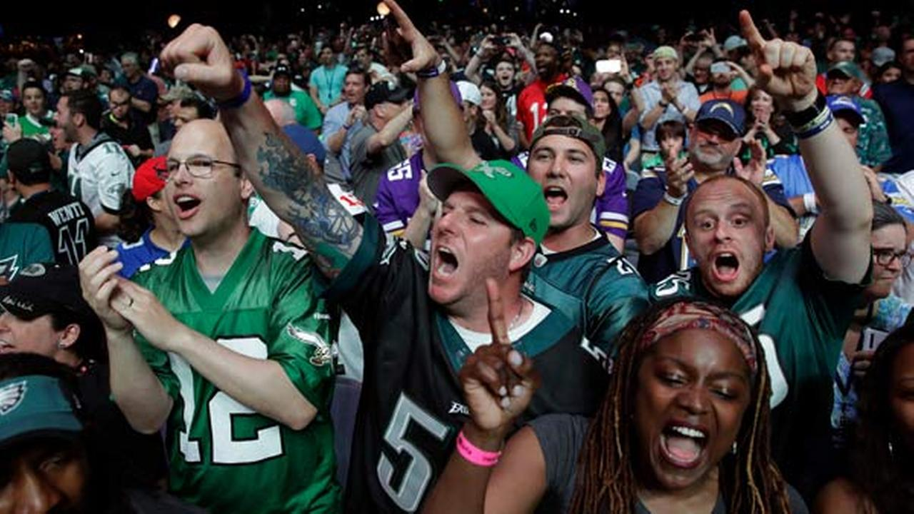 Philadelphia Eagles fans cheer during the second round of the 2017 NFL football draft, Friday, April 28, 2017, in Philadelphia.