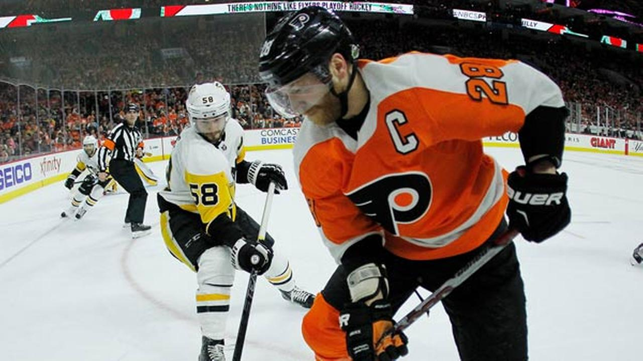 Philadelphia Flyers Claude Giroux, right, gains control of the puck from Pittsburgh Penguins Kris Letang.