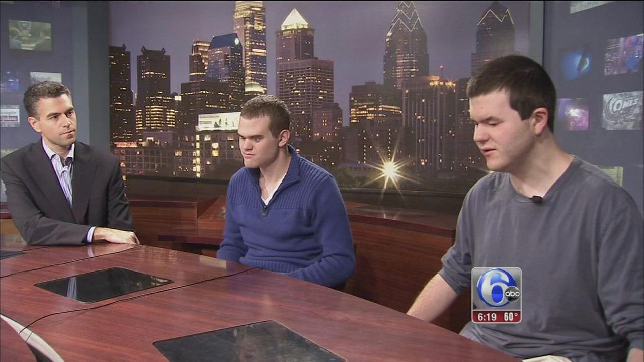 VIDEO: 2 blind Temple students pursue sportscasting dream