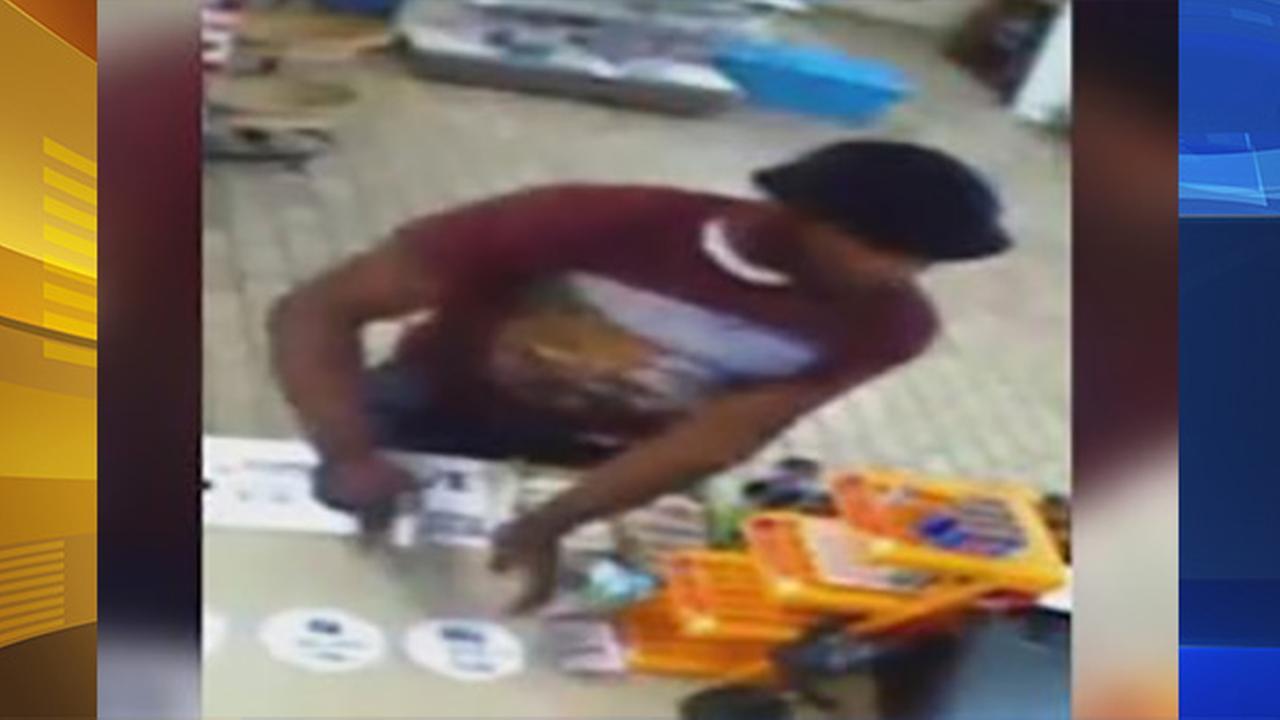 Suspect sought in 7-Eleven robbery in East Oak Lane