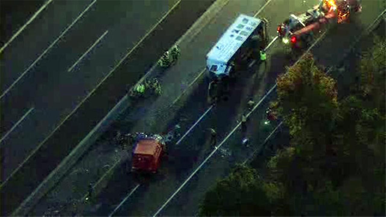 1 dead, 1 injured in N.J.Turnpike crash