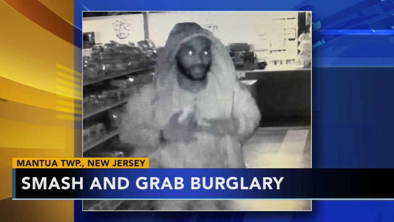Police search for suspects in smash and grab burglary in Mantua Township