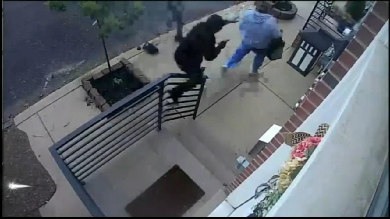 Security camera catches Port Richmond robbery