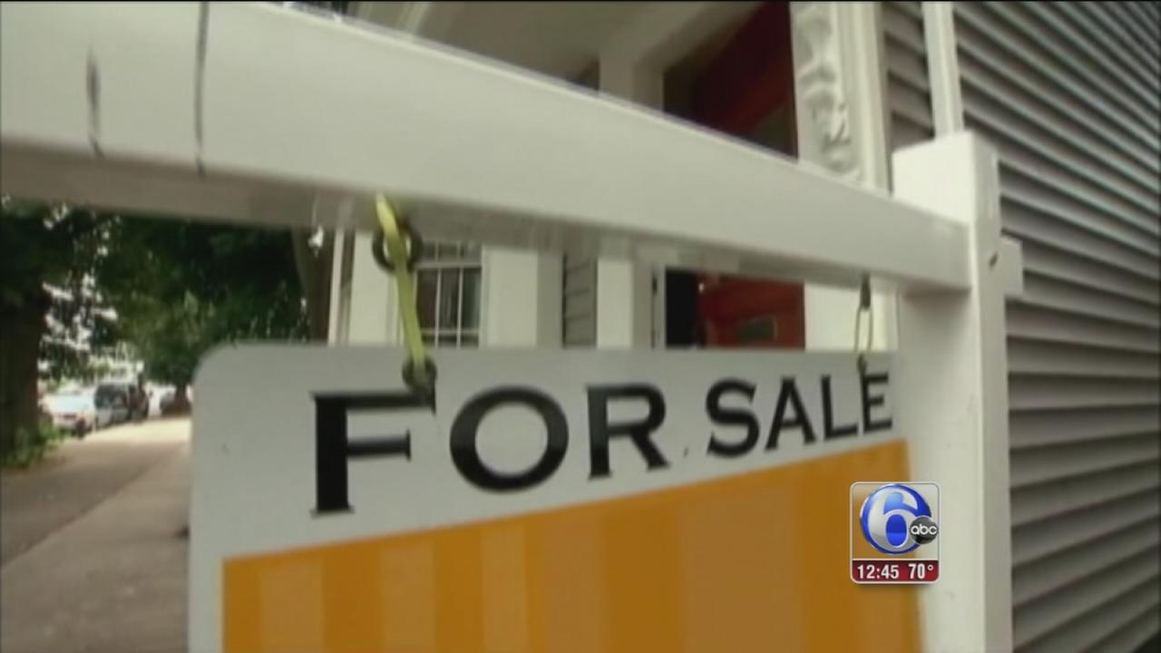 VIDEO: Thieves target real estate open houses