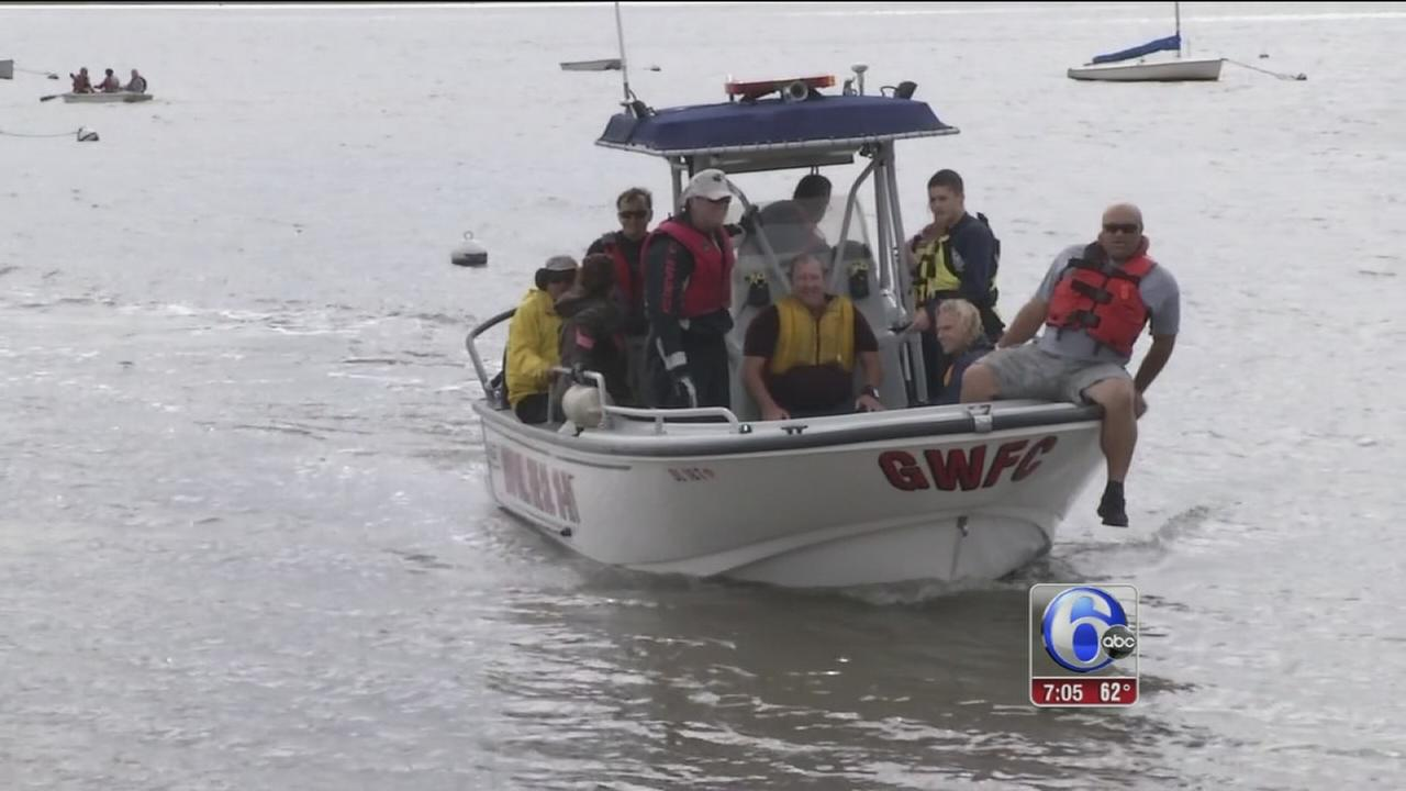 VIDEO: 6 rescued from Delaware River after sailboats capsize