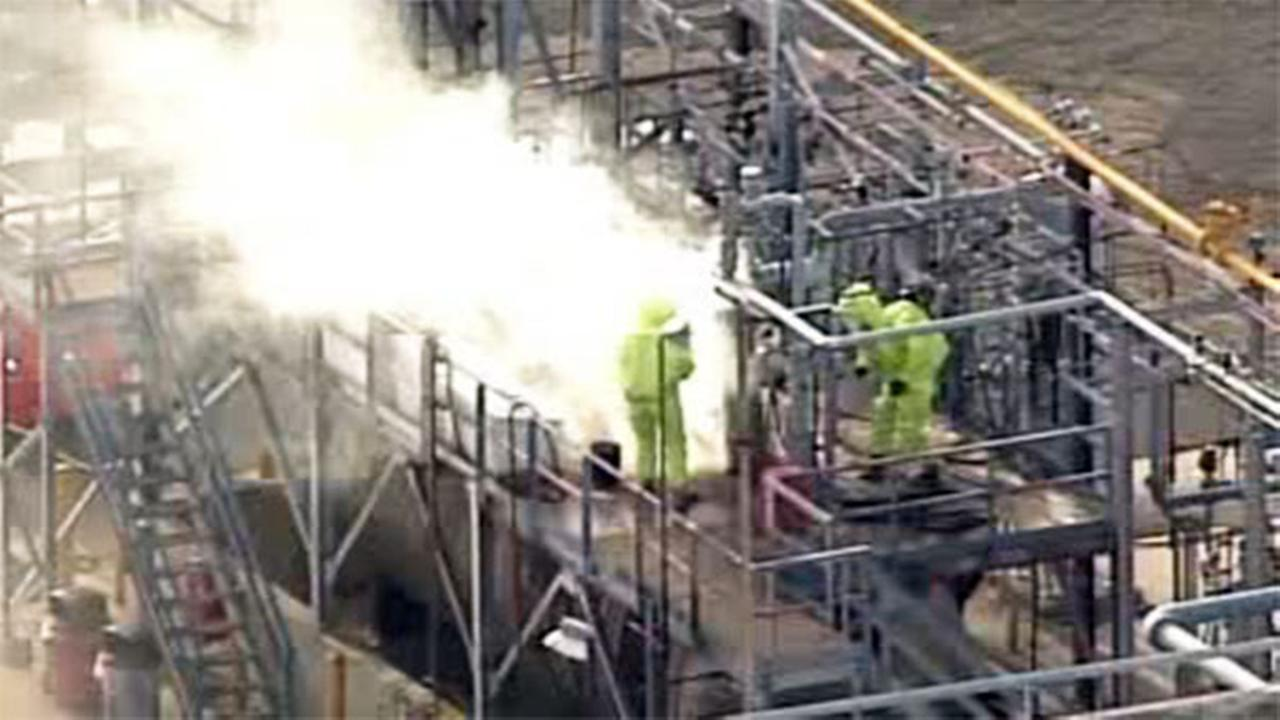 Chemical leak contained at New Jersey refinery