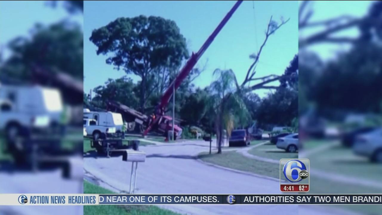 VIDEO: 20 ton crane tips over