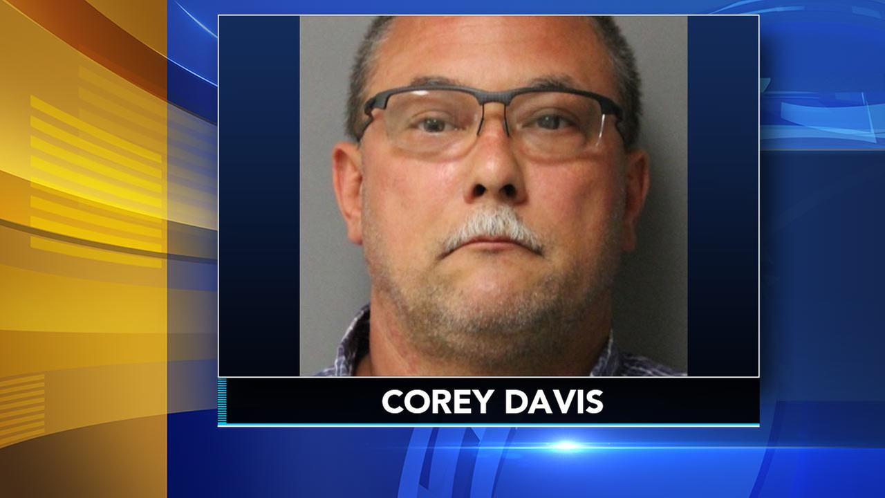 Delaware corrections officer charged with taking bribes