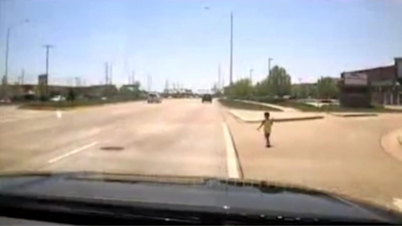 Police rescues boy from busy roadway