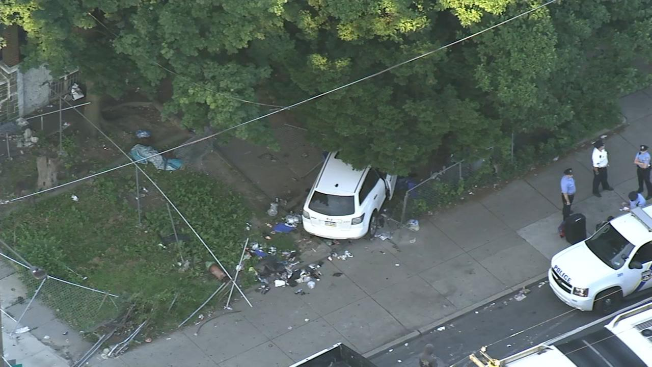 Driver barrels through yards, crashes into fence in North Phila.