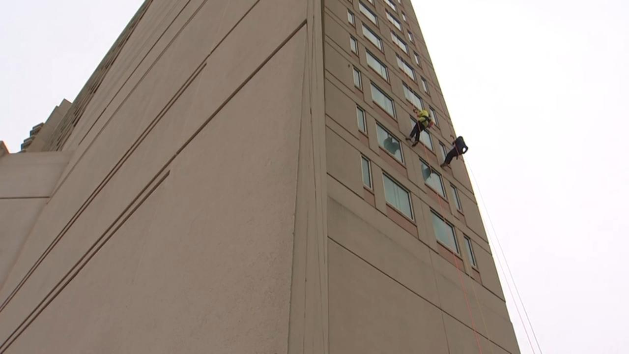 Rappellers scale Atlantic City hotel for a good cause