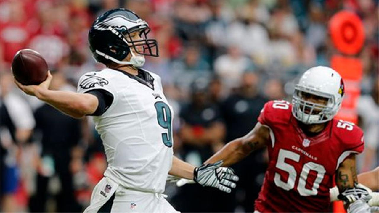 Philadelphia Eagles quarterback Nick Foles (9) throws as Arizona Cardinals middle linebacker Larry Foote (50) pursues, Sunday, Oct. 26, 2014, in Glendale, Ariz.