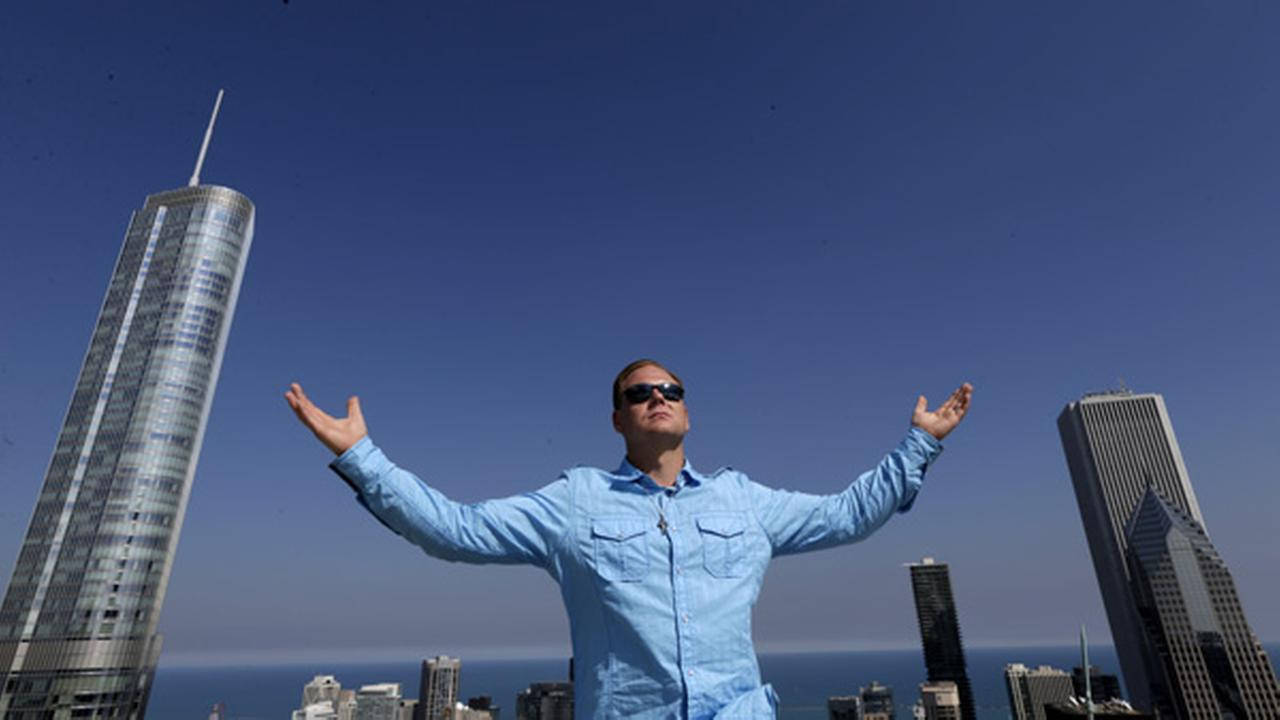 Daredevil Nik Wallenda poses for a portrait on the roof of the Leo Burnett Building in downtown Chicago, Wednesday, Sept. 17, 2014.