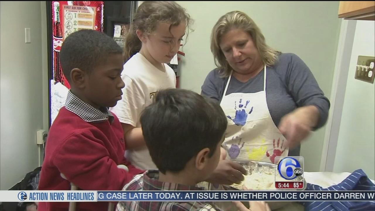 VIDEO: Preps for Thanksgiving feast