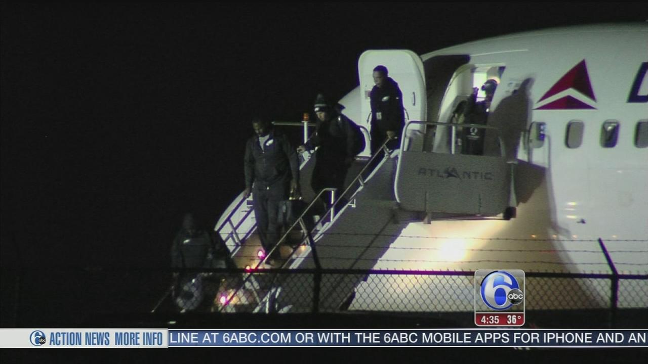 VIDEO: Eagles return from Dallas win