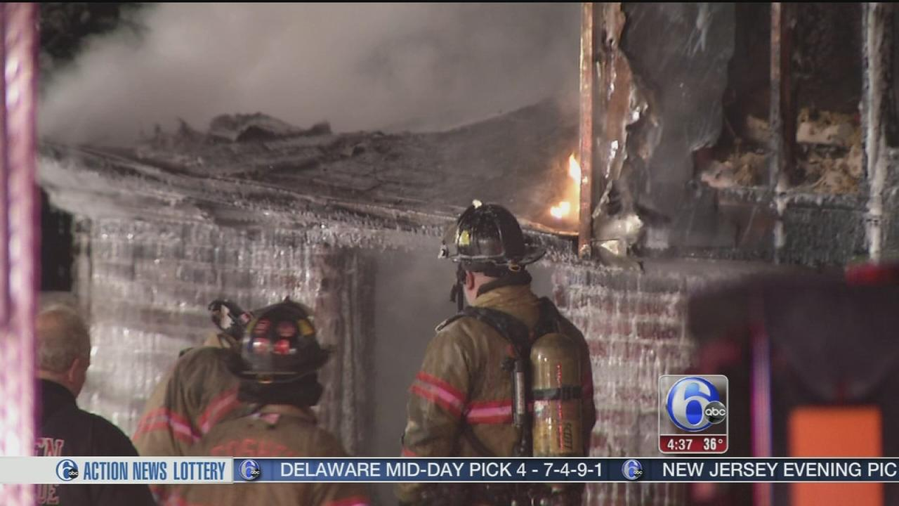 VIDEO: Blaze forces 4 from West Chester home