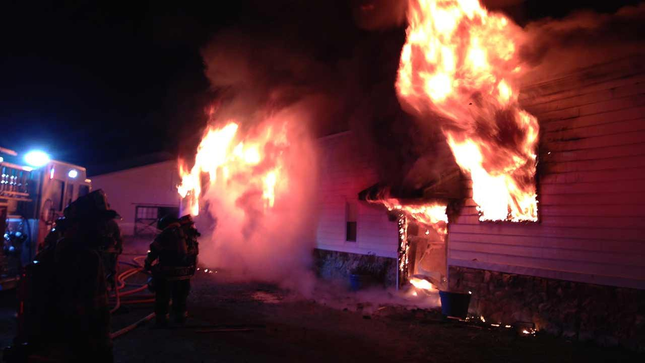Fire tears through barn in Hockessin, Del.