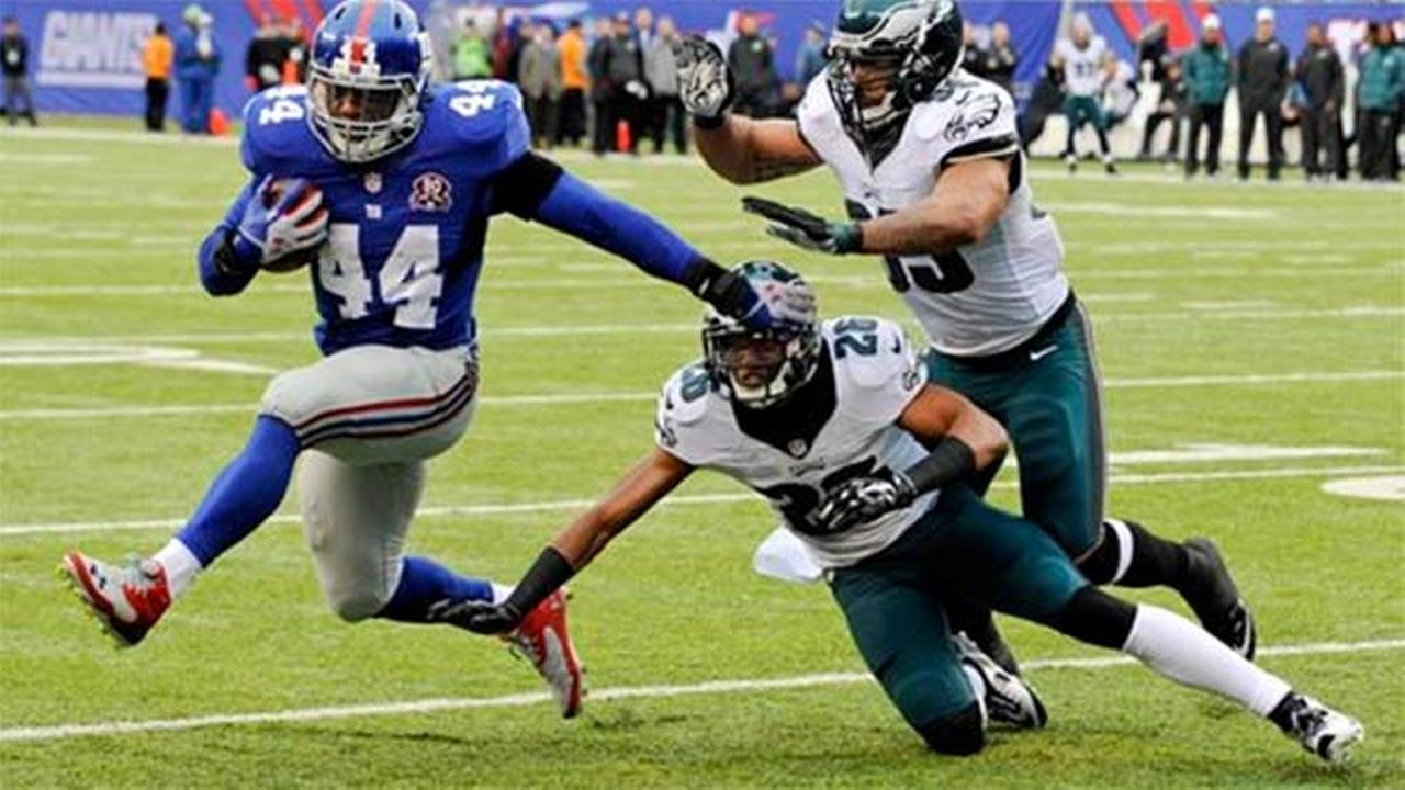 New York Giants Andre Williams (44) rushes past Philadelphia Eagles Mychal Kendricks (95) and Cary Williams (26) Sunday, Dec. 28, 2014