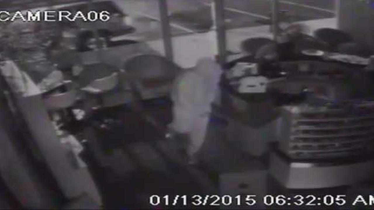 Nail salon burglary in Port Richmond caught on camera | 6abc.com