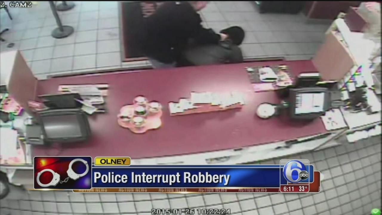 VIDEO: Police interrupt robbery