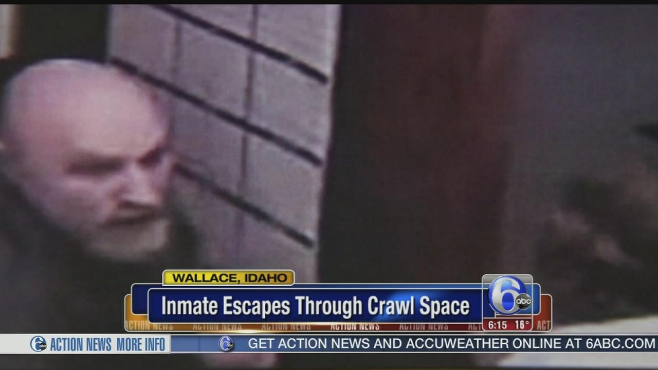 VIDEO: Inmate escapes through crawl space