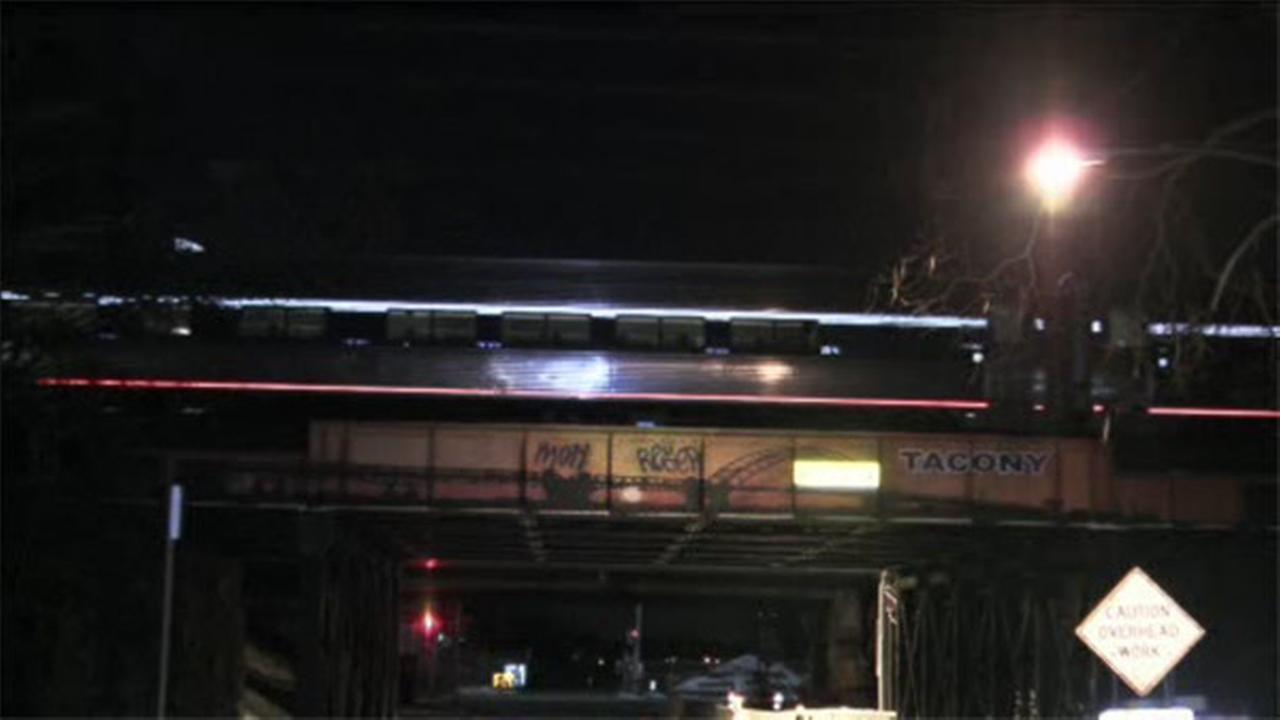 Amtrak train loses power, passengers forced off