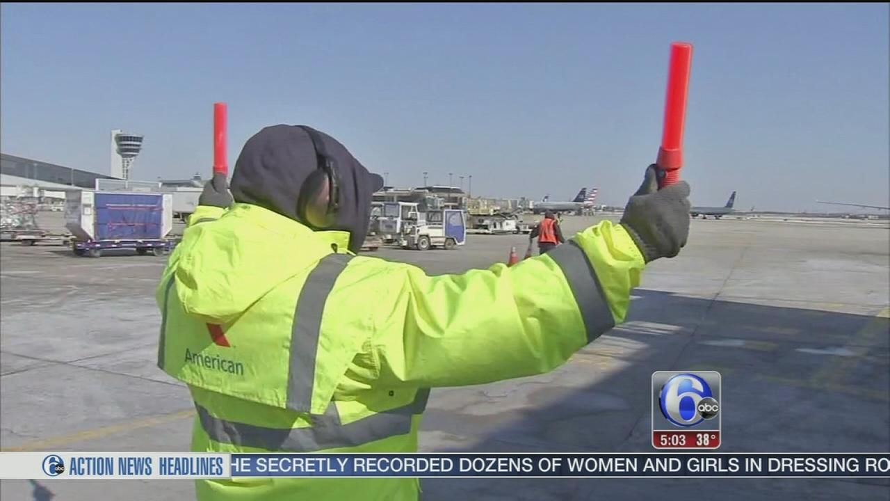 VIDEO: How airport workers deal with freezing condition