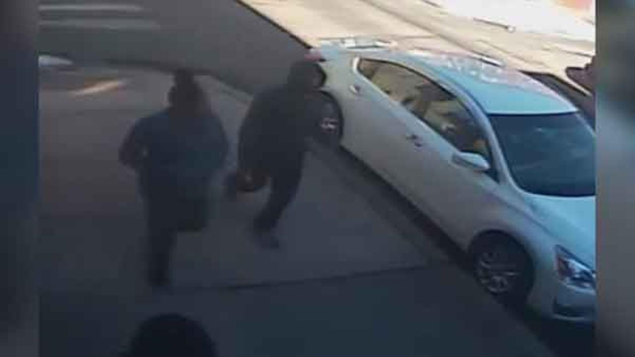 Philadelphia police are looking for 4 suspects who robbed a woman at gunpoint in the citys Point Breeze neighborhood.