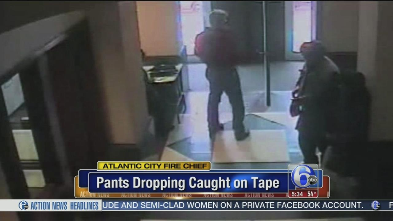 VIDEO: Pants dropping