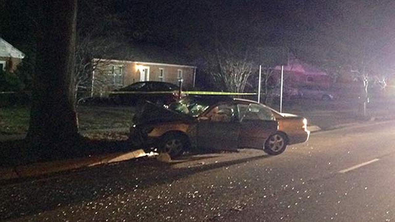 3 people hurt in vehicle crash in Newark, Del.
