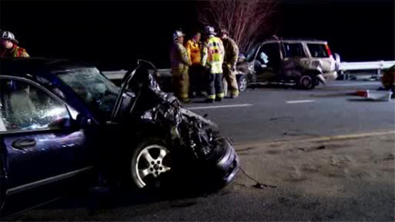 5 people trapped in 2-vehicle crash in Hockessin, Del.