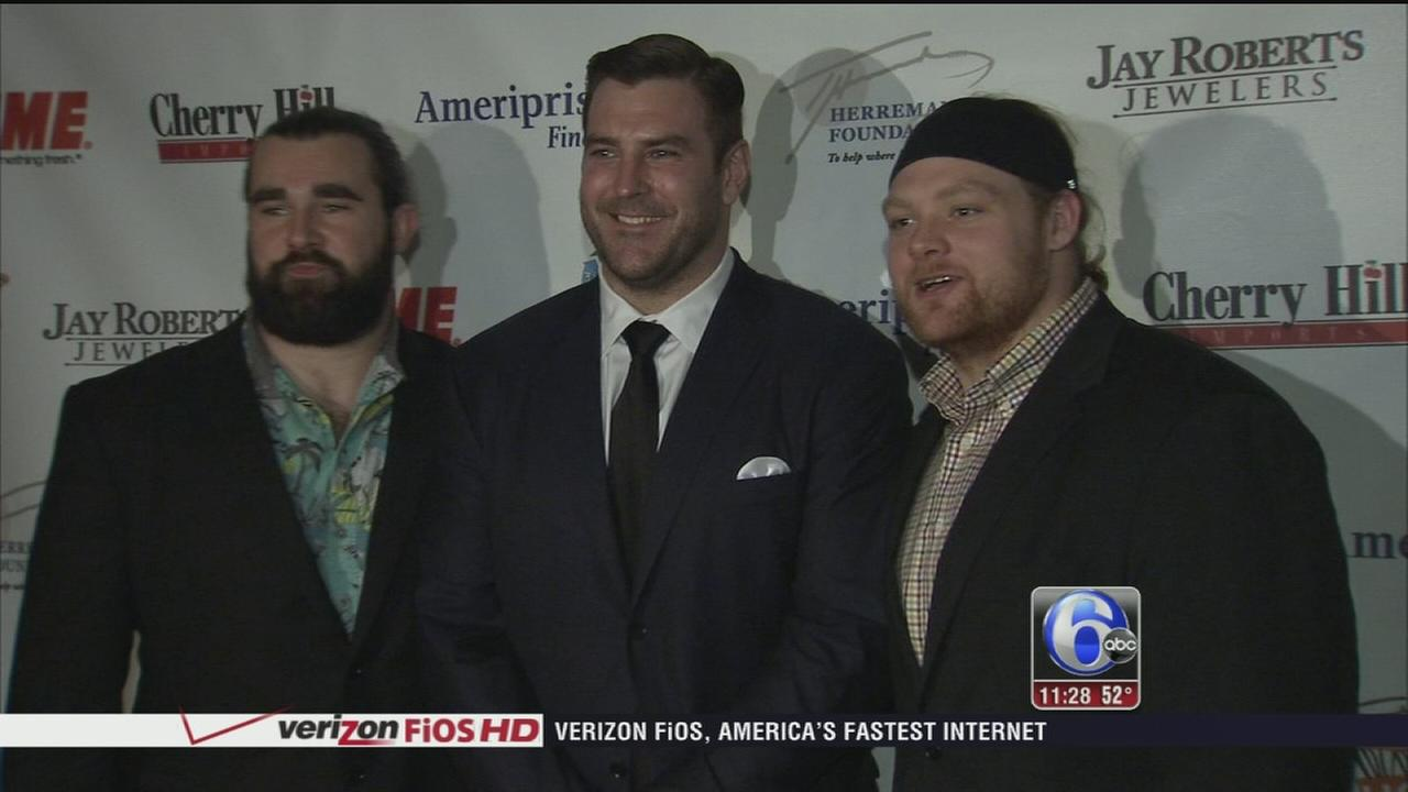 VIDEO: Fmr. Eagles reunite at Philly charity event