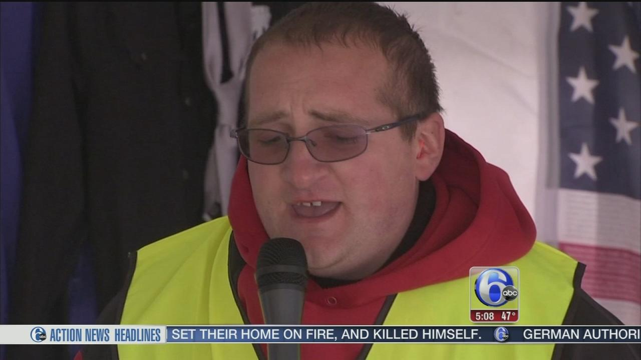 VIDEO: N.J. zoo warden trying to set karaoke world record