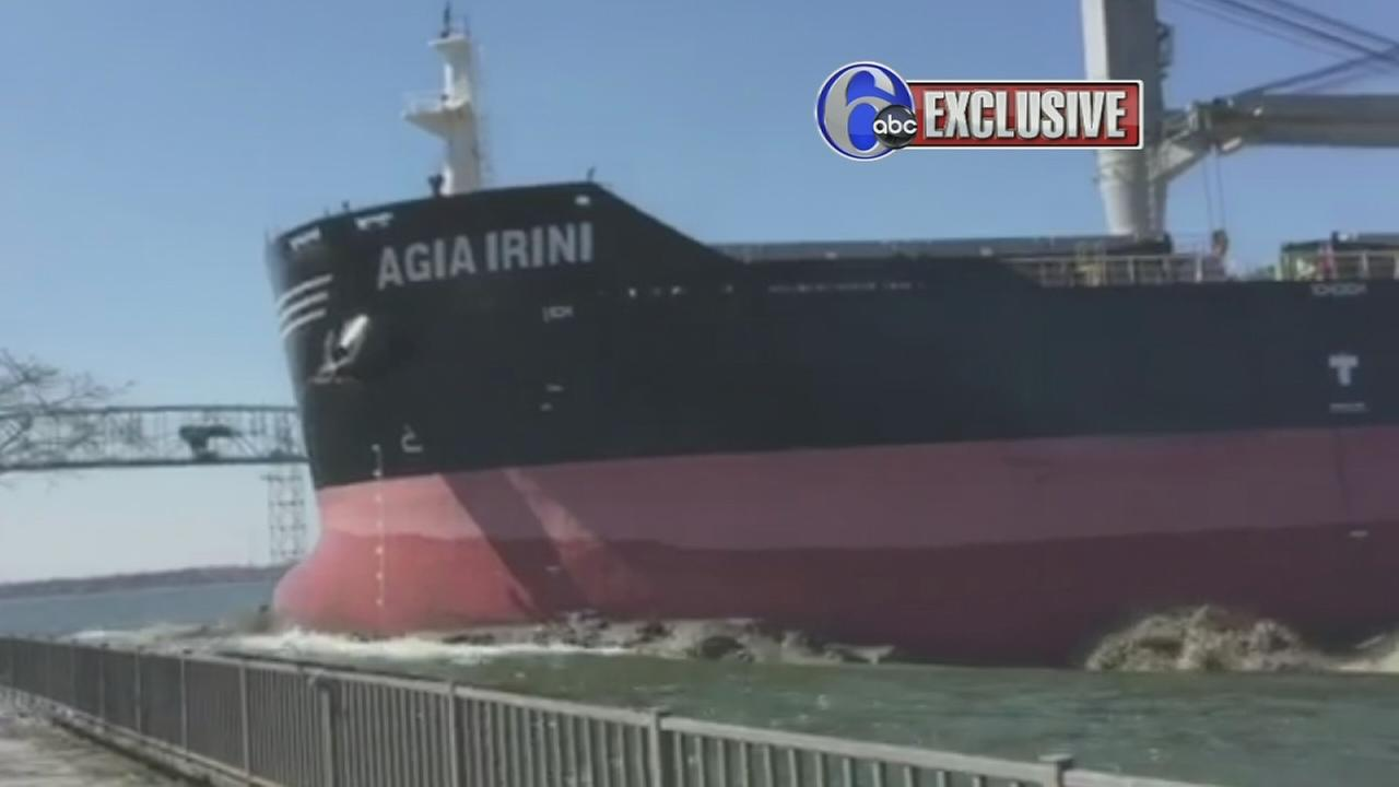 VIDEO: Video captures moment ship runs aground near Burlington Bristol Bridge