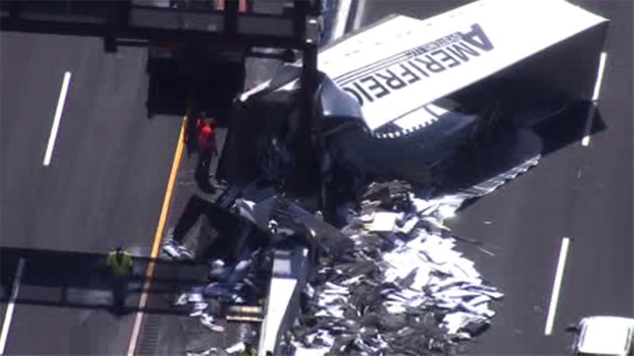 Truck crash on NJ Turnpike