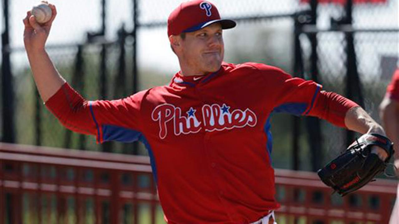 Philadelphia Phillies relief pitcher Jonathan Papelbon throws during a spring training baseball workout, Thursday, Feb. 19, 2015, in Clearwater, Fla.