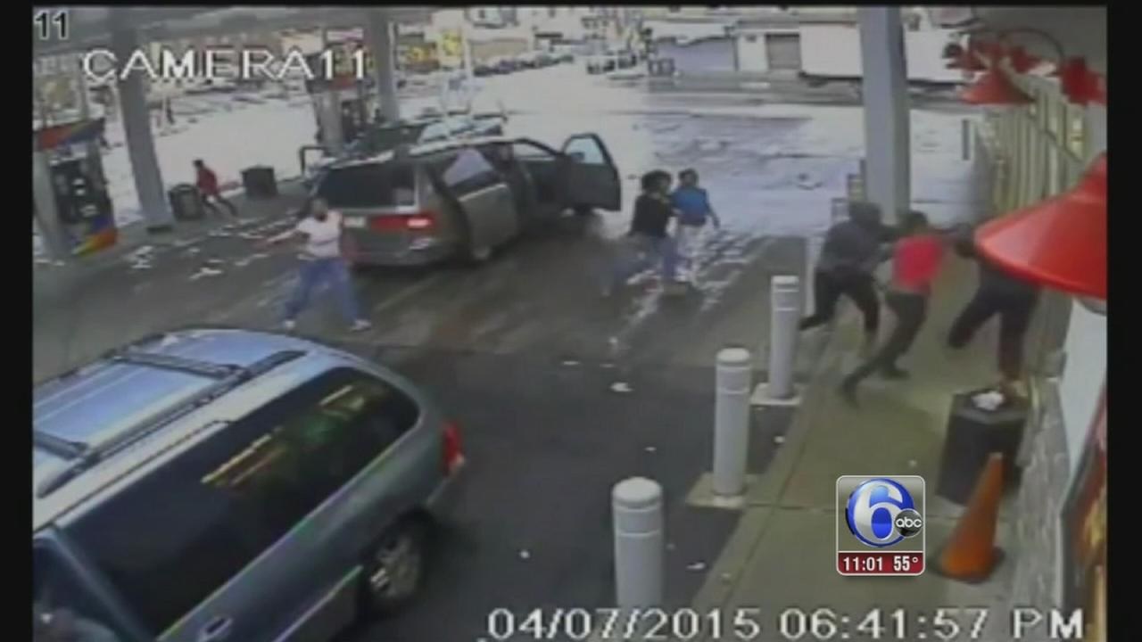 VIDEO: Suspects sought in attack on homeless man at Olney